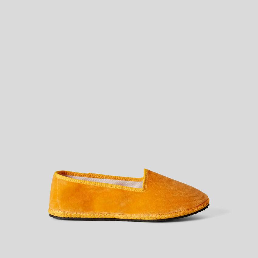 Sapatos Friulane amarelos de veludo