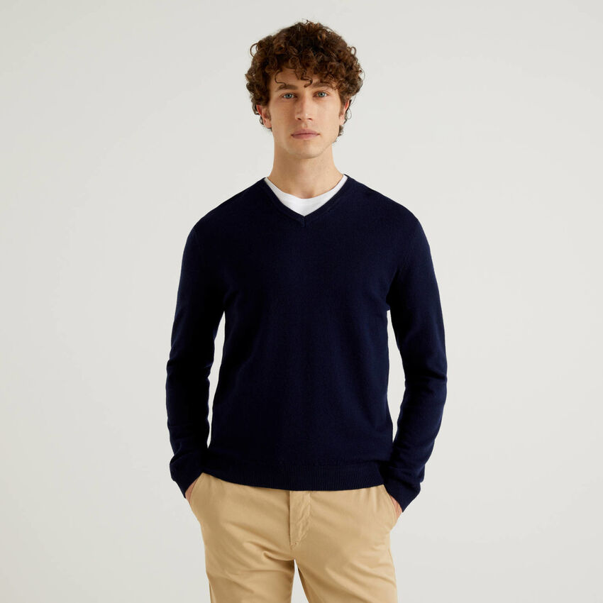 Camisola decote em V azul-escuro em pura lã virgem