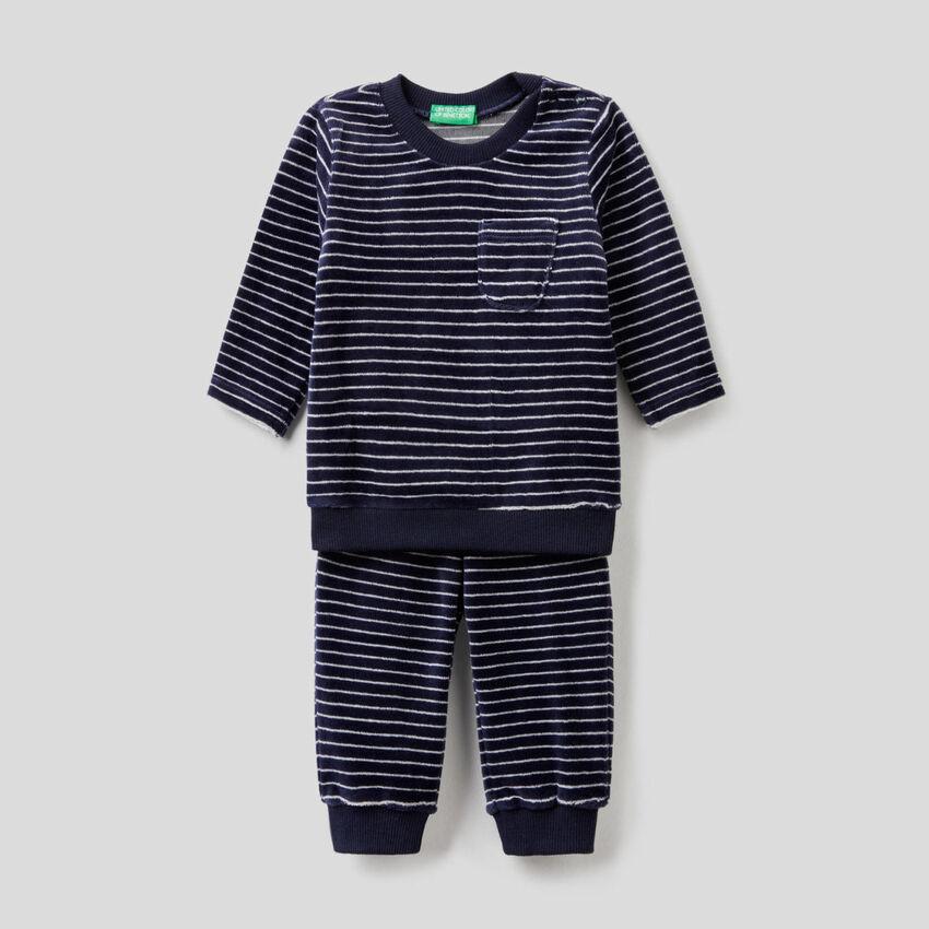 Pijama em chenille padrão