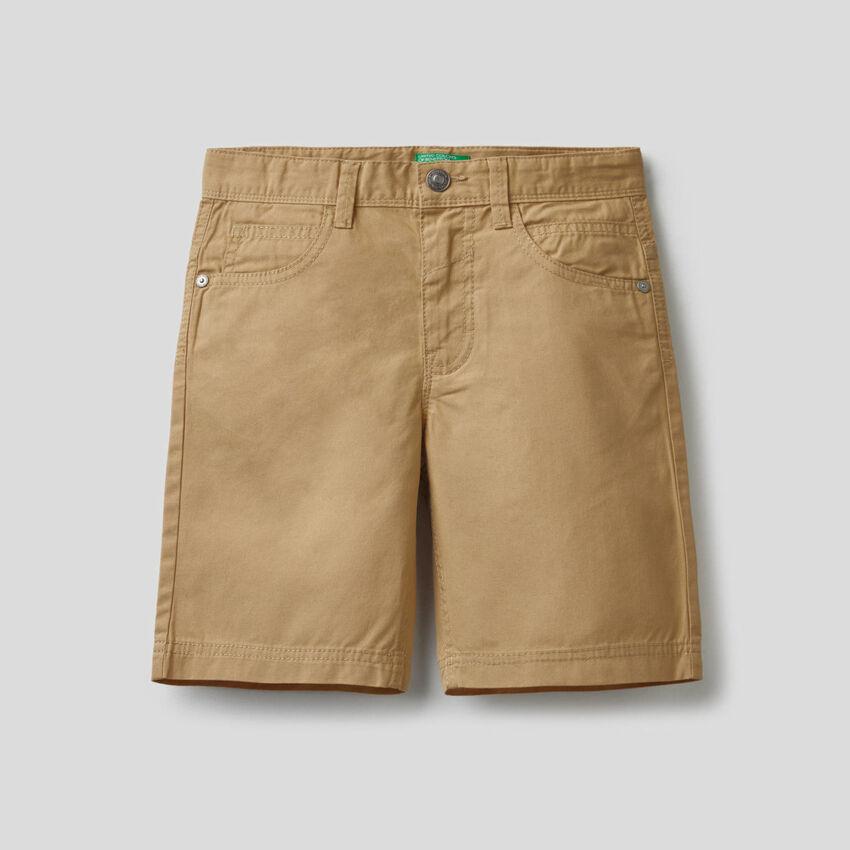 Calças curtas cinco bolsos