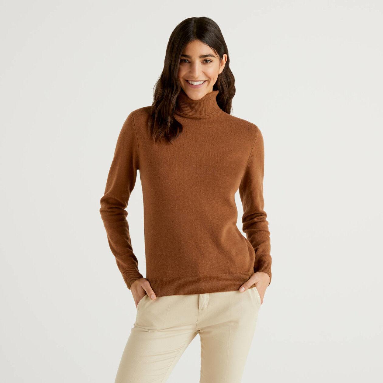 Camisola de gola alta marrom em pura lã virgem