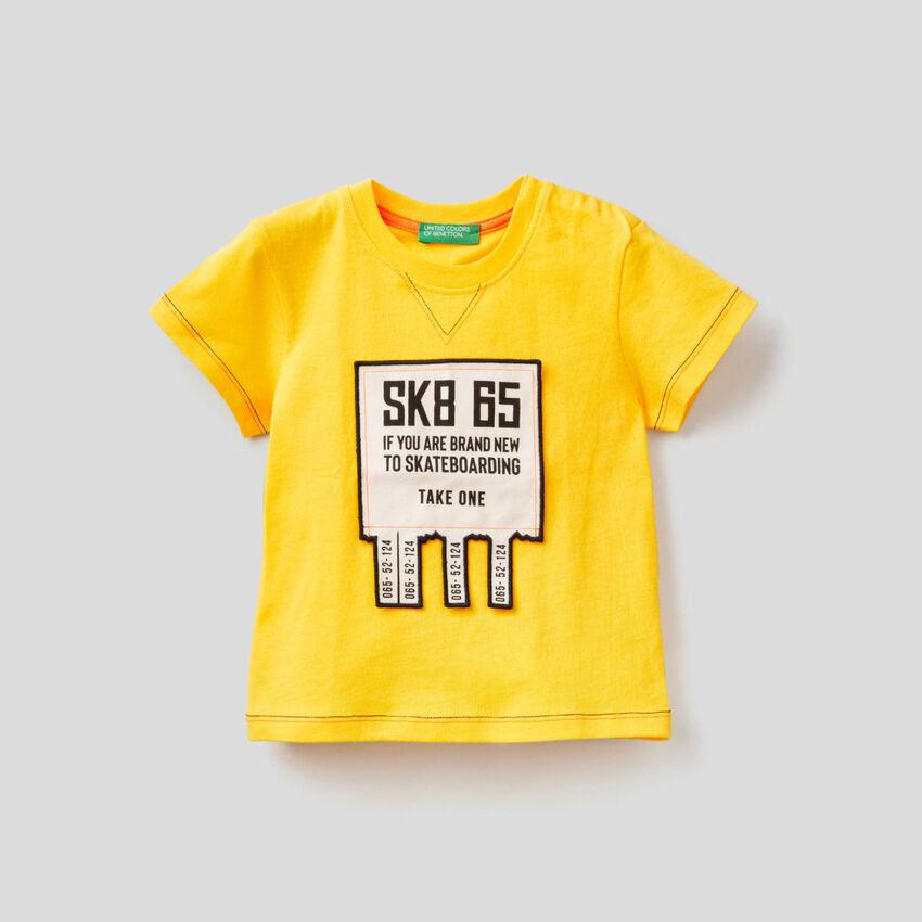 T-shirt com aplicação 3D