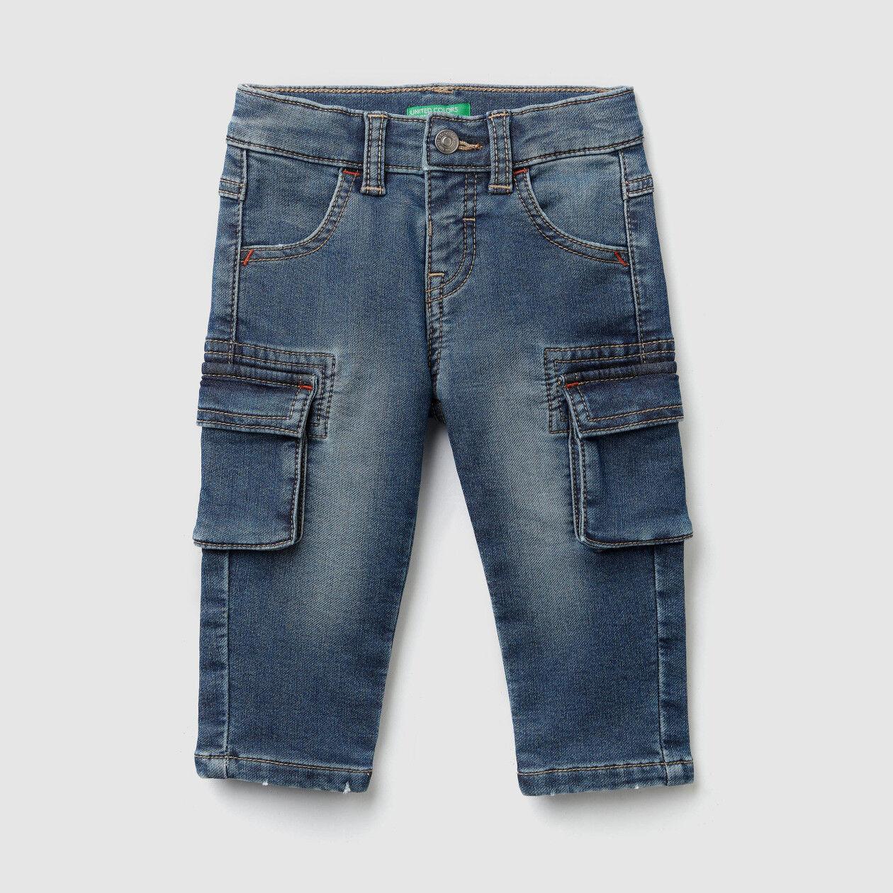 Jeans cargo em denim térmico