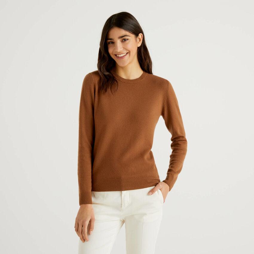 Camisola de gola redonda marrom em pura lã virgem