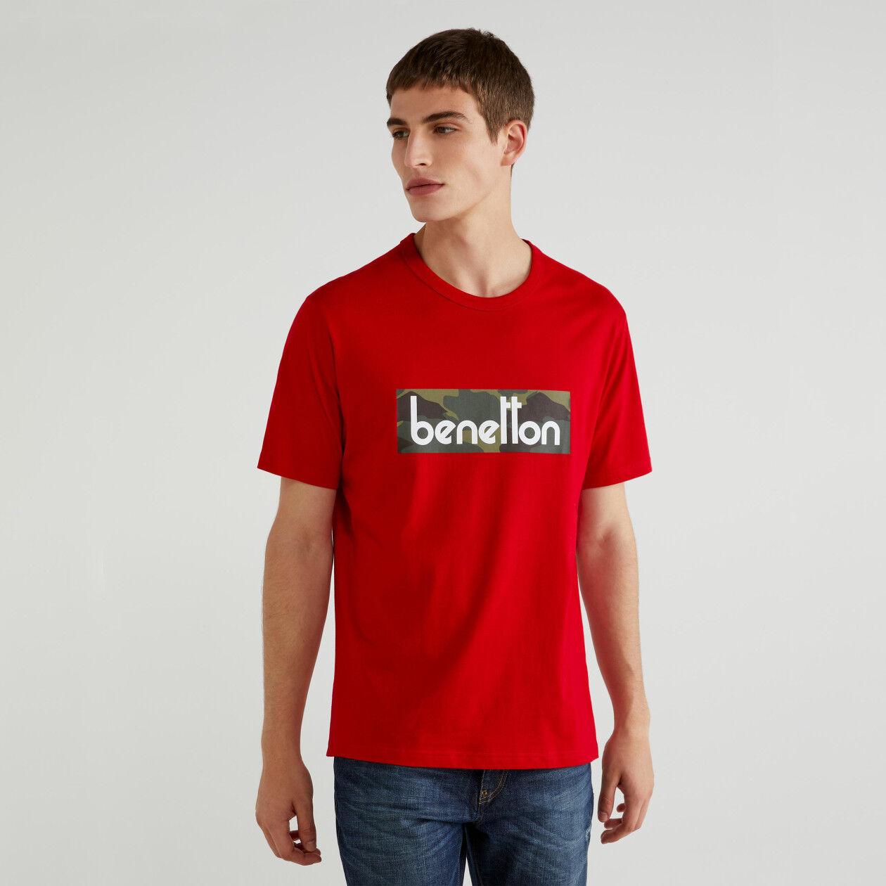T-shirt com estampa logo