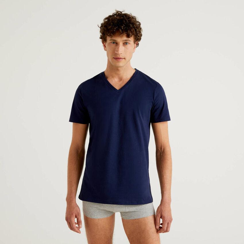 T-shirt 100% algodão com decote em V