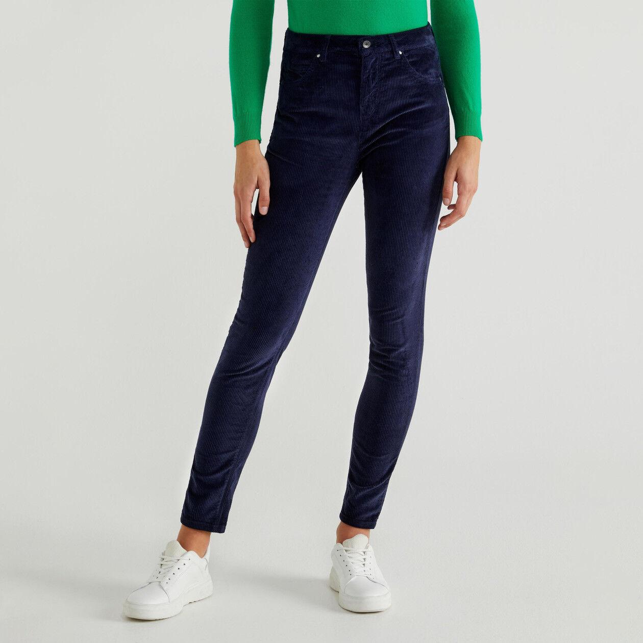 Calças skinny em veludo