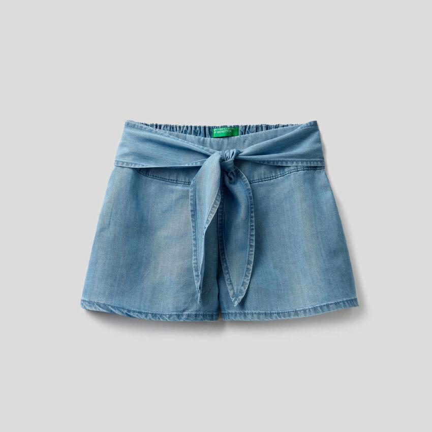 Bermudas amplas em jeans leve