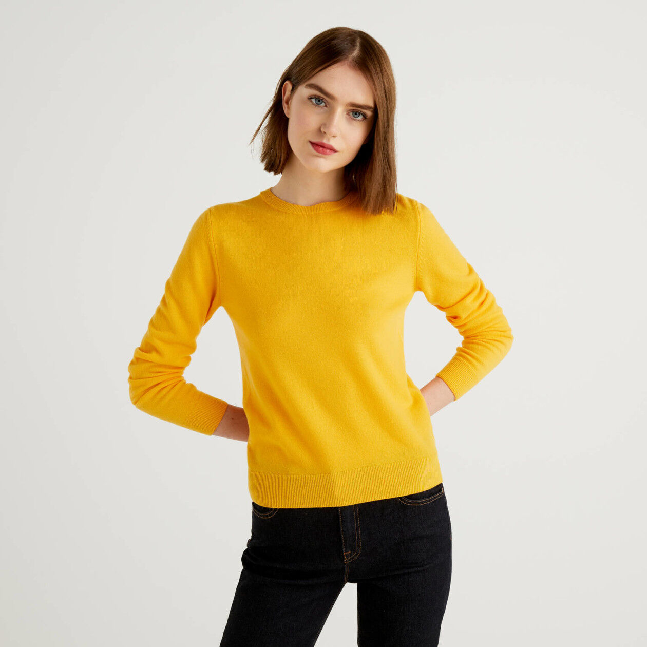 Camisola de gola redonda amarela em pura lã virgem