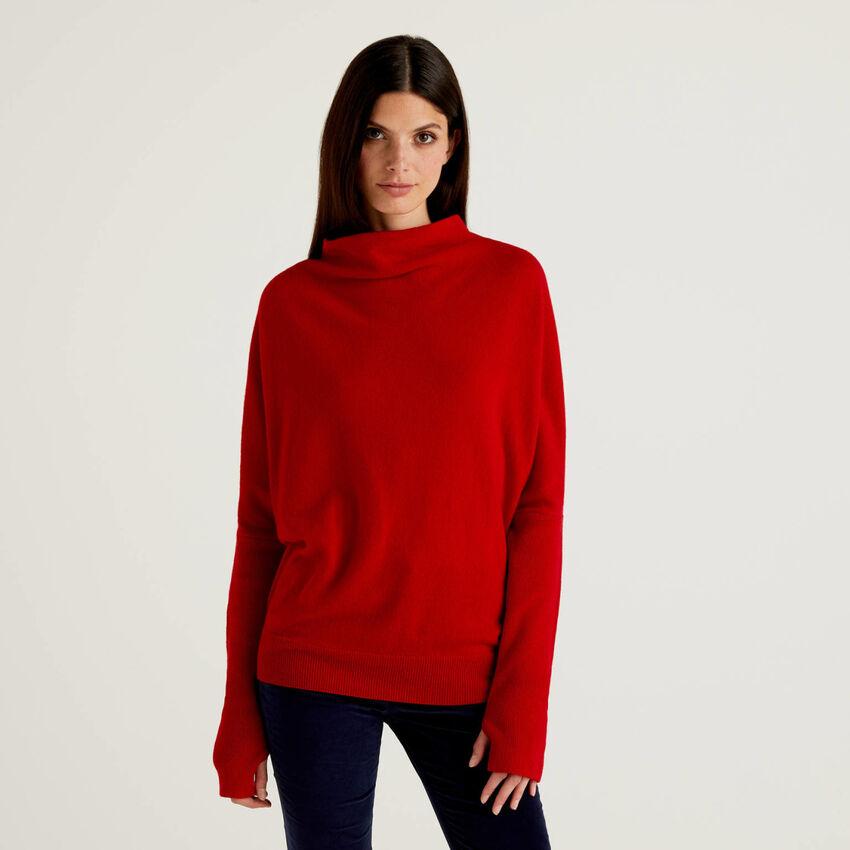 Camisola de gola alta vermelha com manga canelada