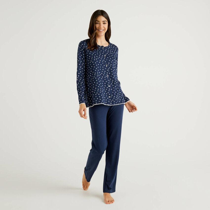 Pijama com camisola aberta