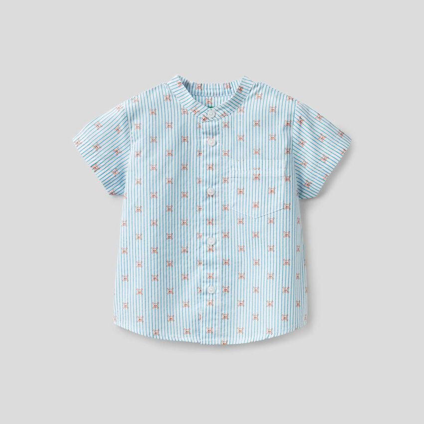 Camisa com padrão caveiras