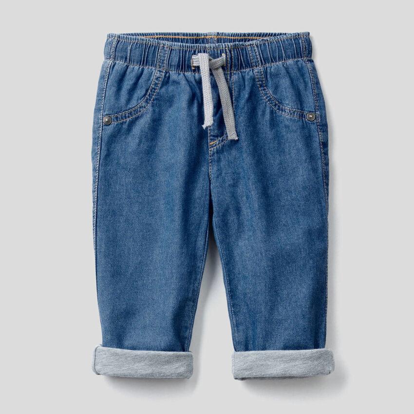 Calças forradas em jeans leve