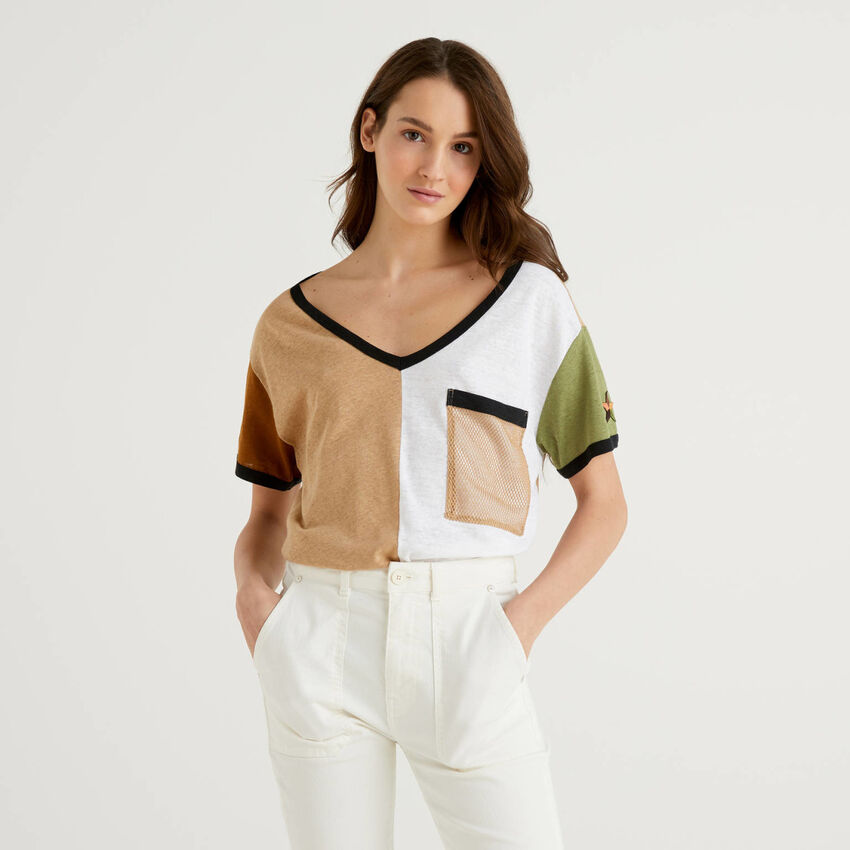T-shirt color block em mescla de algodão e linho