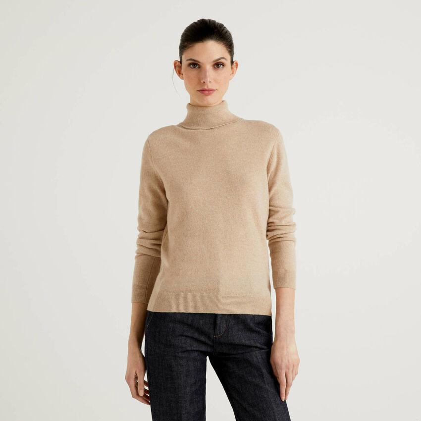 Camisola de gola alta bege em pura lã virgem