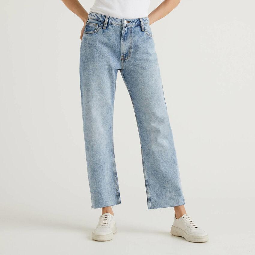 Jeans cinco bolsos com perna direita
