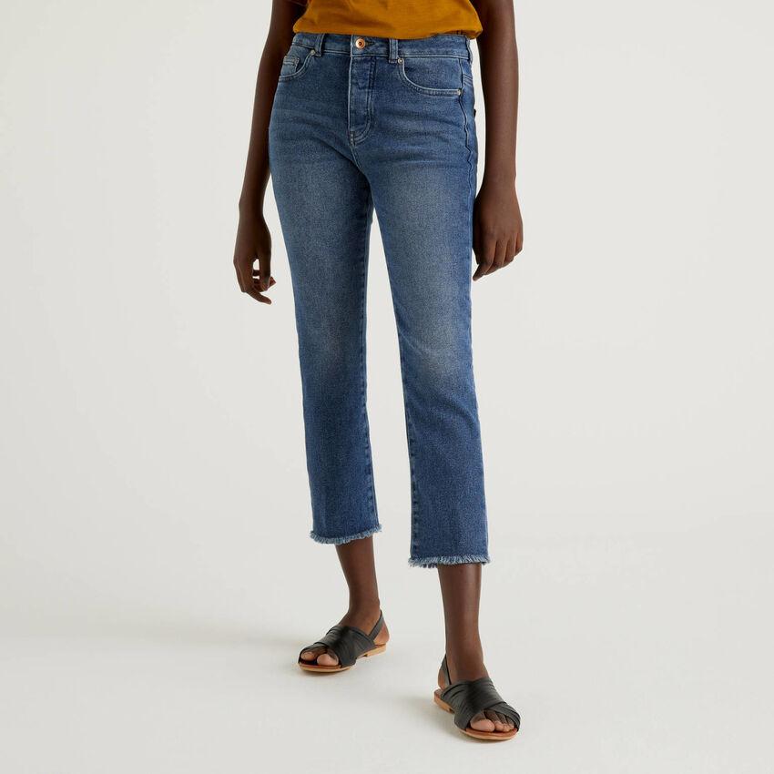 Jeans cropped cinco bolsos