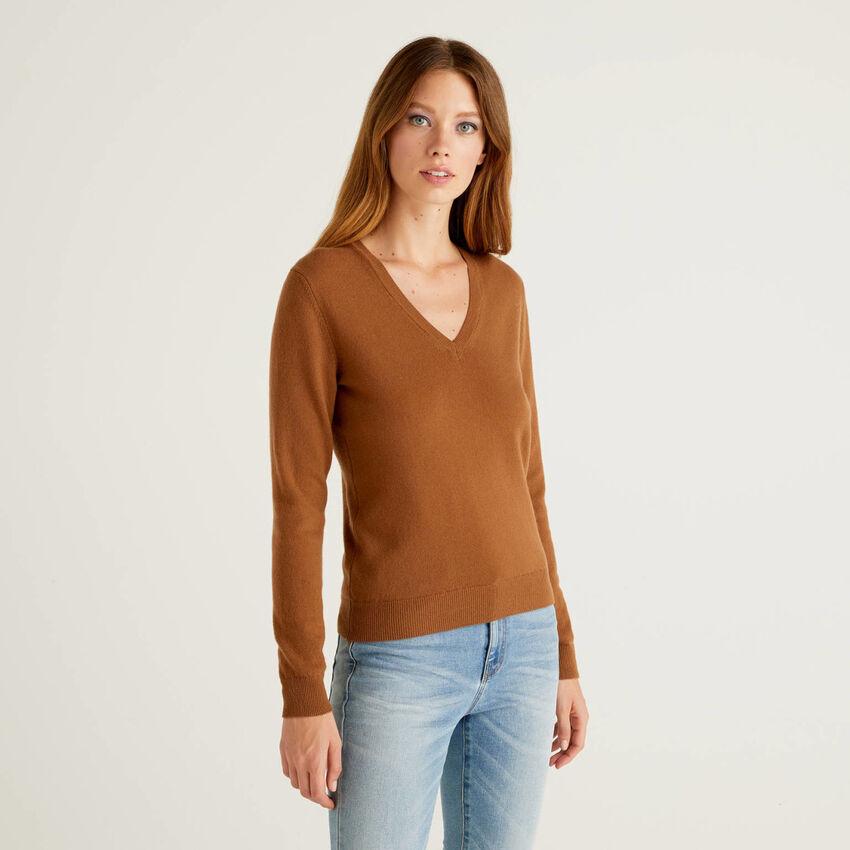 Camisola com decote em V marrom em pura lã virgem