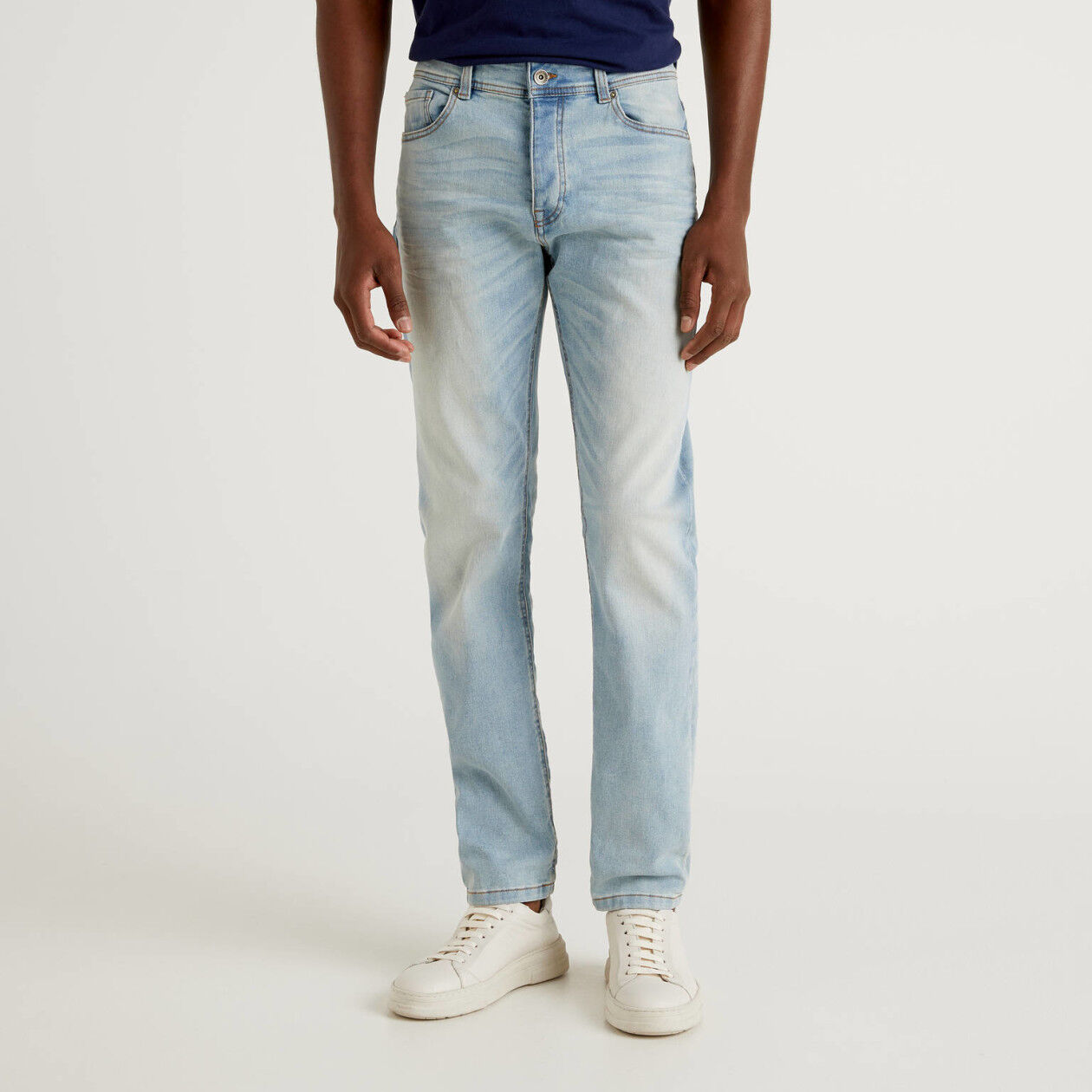 Jeans slim fit cinco bolsos