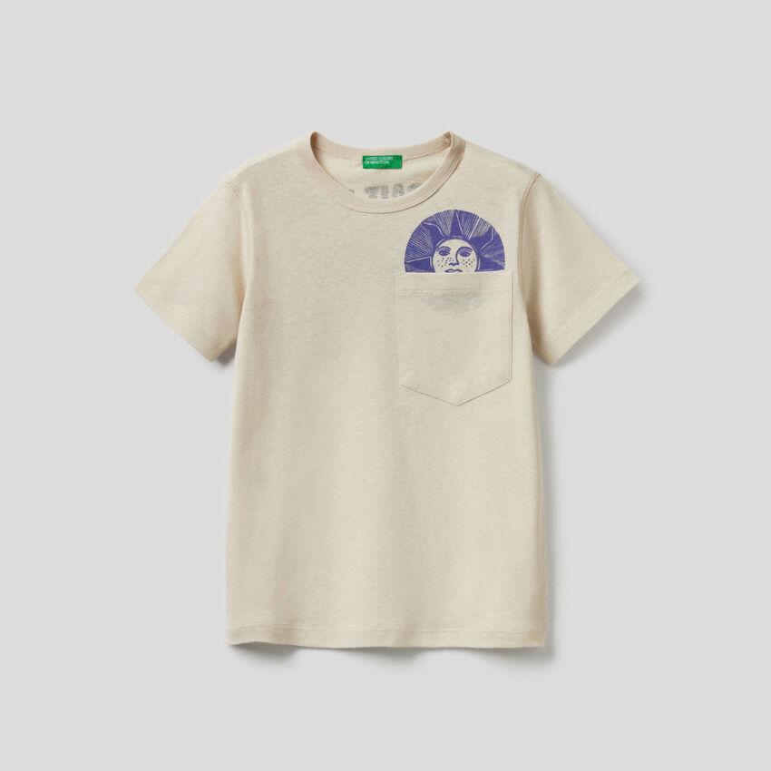 T-shirt com slogan estampado