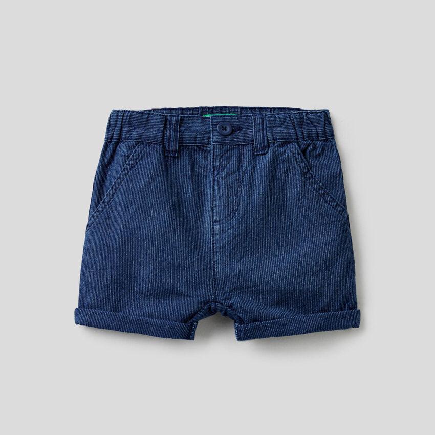 Calções curtos em jeans riscado