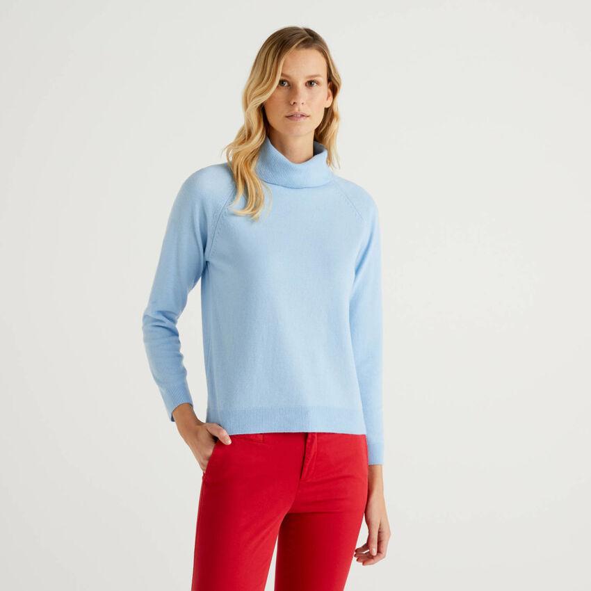 Camisola de gola alta azul-celeste em mescla de lã e caxemira