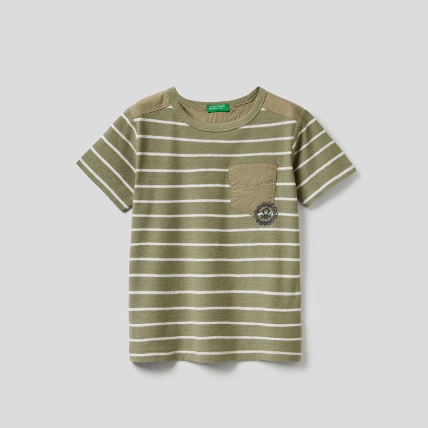 T-shirt às riscas em mescla de algodão e linho