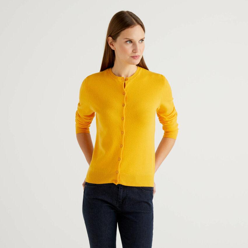 Cardigã de gola redonda amarela em pura lã virgem