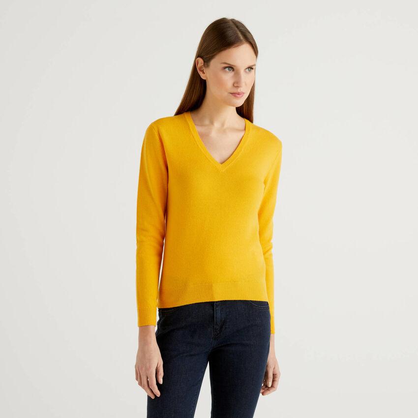 Camisola amarela com decote em V pura lã virgem