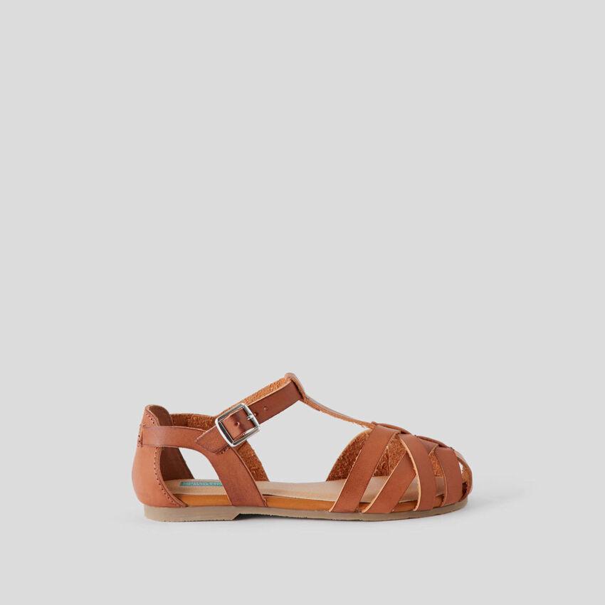 Sandálias com cabedal entrelaçado