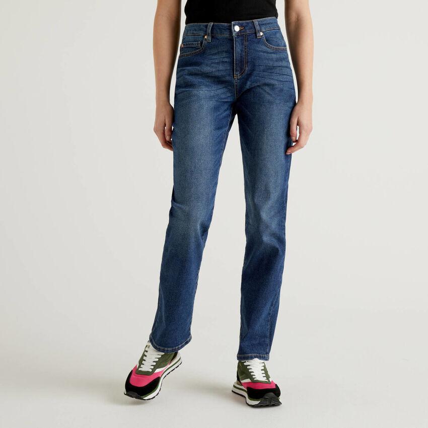 Jeans slim fit de perna direita