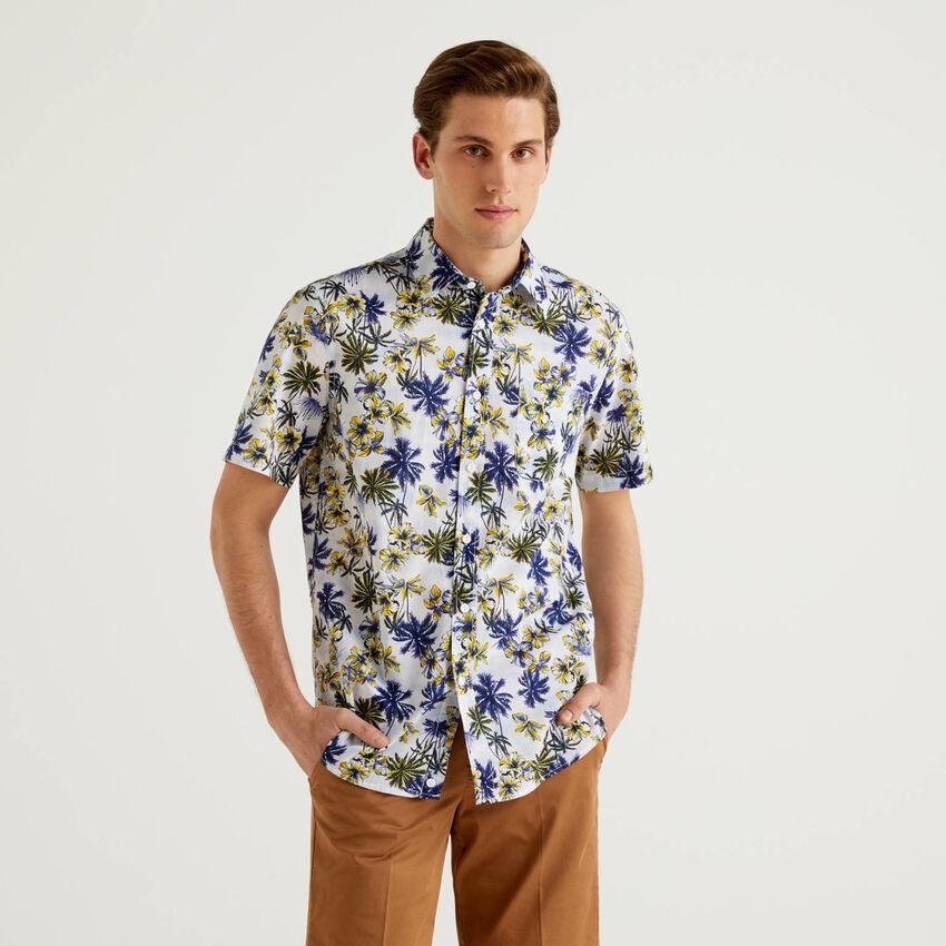 Camisa de manga curta com estampa botânica