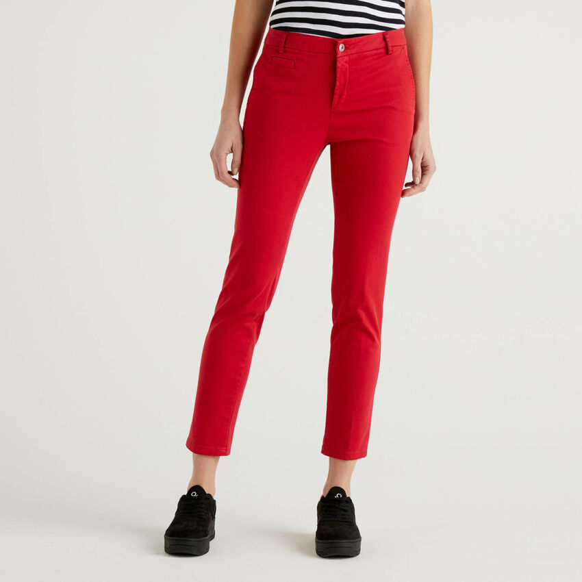 Chinos slim fit em algodão vermelho