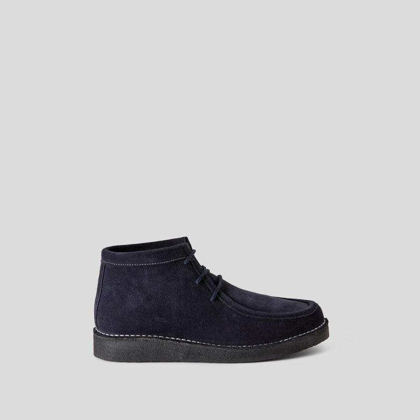 Sapatos em pele de camurça