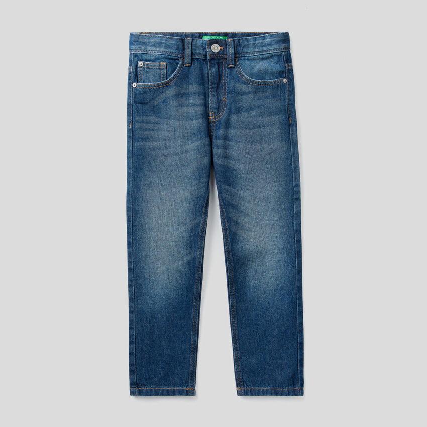 Jeans straight leg em denim 100% algodão