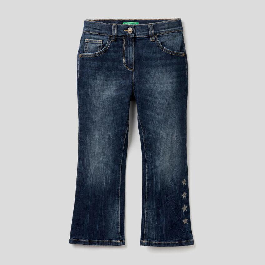 Jeans evasé em algodão stretch