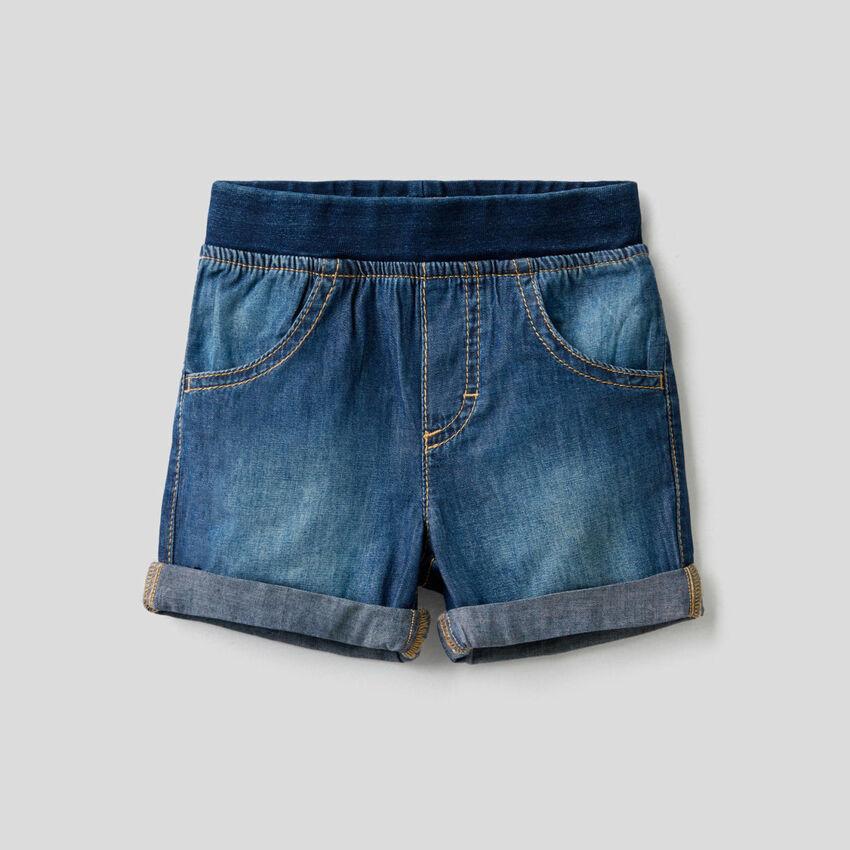 Bermudas efeito jeans com cintura stretch