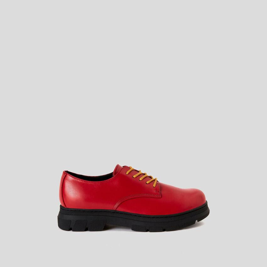 Sapatos derby com atacadores duplos