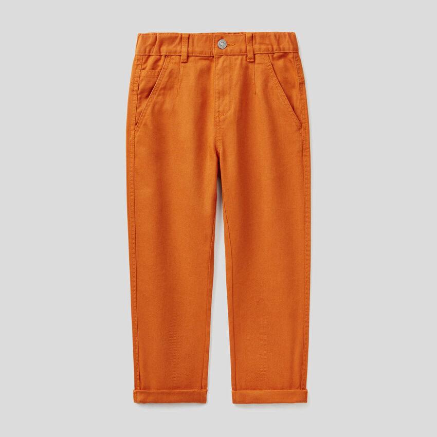 Jeans loose fit em algodão orgânico