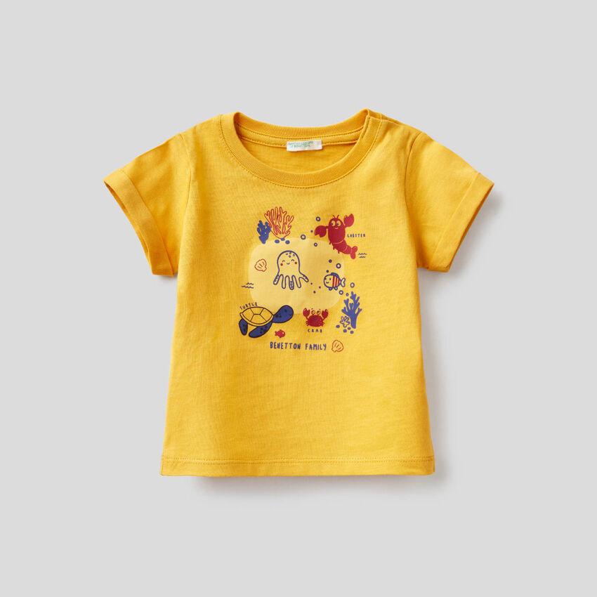 T-shirt amarela em algodão orgânico